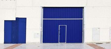garagedeur met loopdeuren